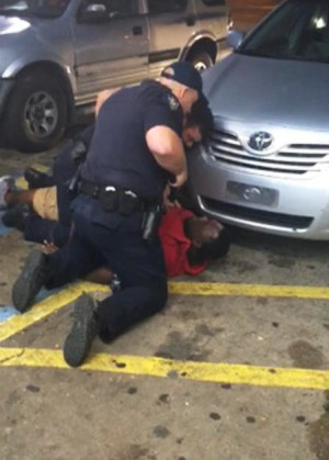 Alton Sterling and the killer cop must have been looking into each other's eyes as the cop pulled trigger and shot him dead at point blank range. – Screenshot: Abdullah Muflahi