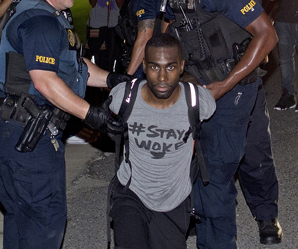 https://i1.wp.com/sfbayview.com/wp-content/uploads/2017/04/Police-arrest-BLM-activist-DeRay-McKesson-Stay-Woke-in-wake-Alton-Sterling-murder-Baton-Rouge-070916-by-Max-Becherer-AP.jpg?w=600