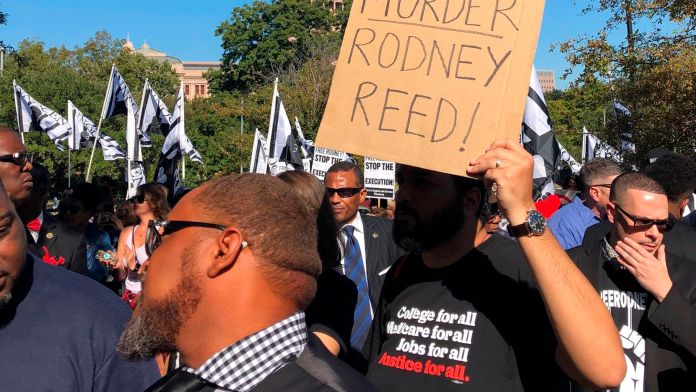 Rodney-Reed-supporters-rally-outside-govs-mansion-to-stop-his-execution-Austin-110919-by-Paul-Weber-AP, New clemency system could turn Rodney Reed's 20 years of injustice into 20 days, Behind Enemy Lines Featured