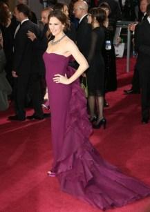 Também não gostei da escolha de Jennifer Garner, o vestido não valorizou, o caimento não ficou bom nela. E esse excesso de tecido aí atrás?? O que é isso?? Não, não curti! Mas ela estava ao lado de Ben Affleck, então está perdoada, em algum momento você acertou em cheio! Rs
