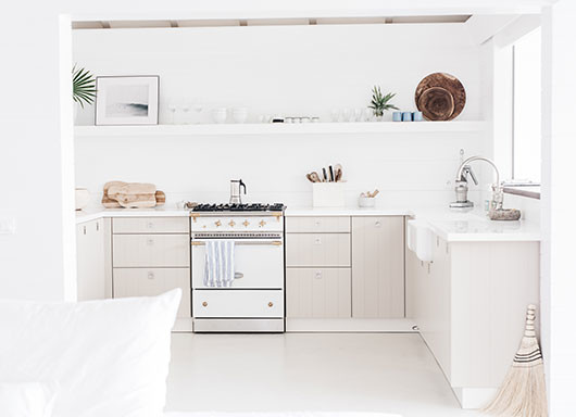 white island kitchen decor at villa palmier / sfgirlbybay