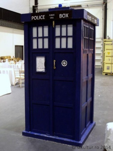 Worldcon 2014 - Display 07 - TARDIS