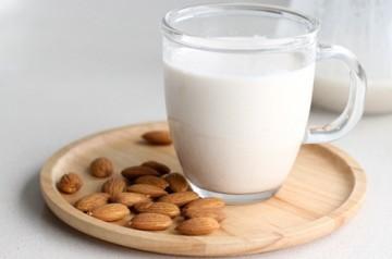 leite-sem-lactose-leite-de-amendoa