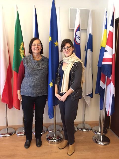 שרון אופנברגר מהאיחוד האירופי ונאוה זוננשיין לאחר חתימת החוזה