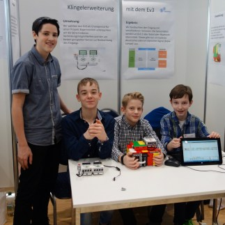 03.02.2018: Paul Kroiß, Leander Pecher und Johannes Kürz präsentieren ihr Projekt im Fachbereich Technik und erhalten einen dritten Preis (Betreuung: Simon Glöckler, K1)