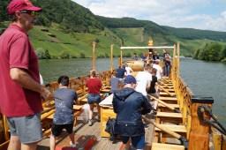 """17.07.2018: Die Lateiner beim Rudern auf einem nachgebauten römischen Schiff zum Weintransport auf der """"Mosella"""""""