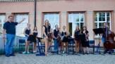 24.07.2018: Das Orchester unter der Leitung von Martin Eisner unterhält die Schulgemeinschaft mit Jazz und Klassik