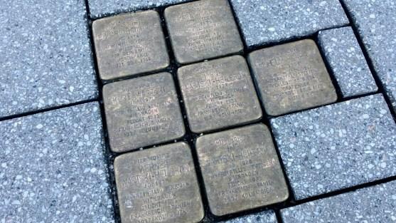 04.02.2019: Über diese Gedenksteine kann man vor der VR-Bank Aalen stolpern.