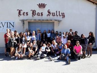 30.09.2019: Unsere Erasmus- Projektgruppe unterwegs in Nîmes: Hier ein Gruppenbild der Schüler aus Frankreich, der Slowakei und Deutschland vor einer traditionellen Seidenmanufaktur in den Cevennen.