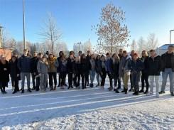 191104: Die deutschen und finnischen Schüler vor dem Muhoksen Lukio Gymnasium bei -14 Grad.