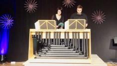 """10.12.2019: """"Was ist denn das?"""" — Simone Kiesel und Magnus Barthle rocken den Saal mit der """"Rimbatube"""", einem Instrument aus vielen Rohren, das Simone Kiesel selbst erfunden und konstruiert hat."""