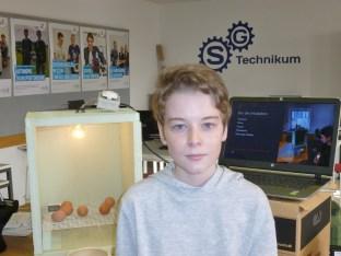 """27.02.2021: Aaron Meyer (7c) gewinnt mit seinem Projekt """"Vom Ei zum Huhn"""" den Sonderpreis in der Rubrik Biologie (Schüler experimentieren)."""