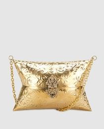 Clutch metálico en dorado con grabado