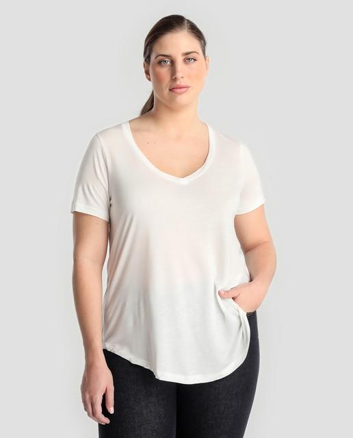 Resultado de imagen de camiseta blanca mujer talla grande cuello en v cara