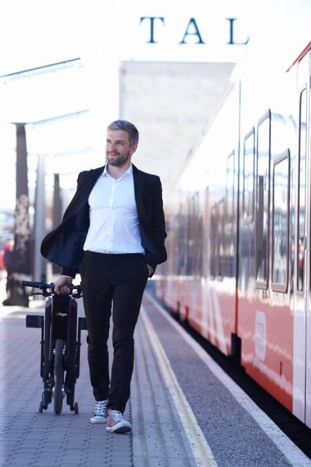 stigo-in-train-2