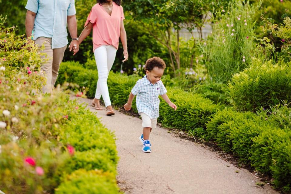 family walks in bartram's garden for session