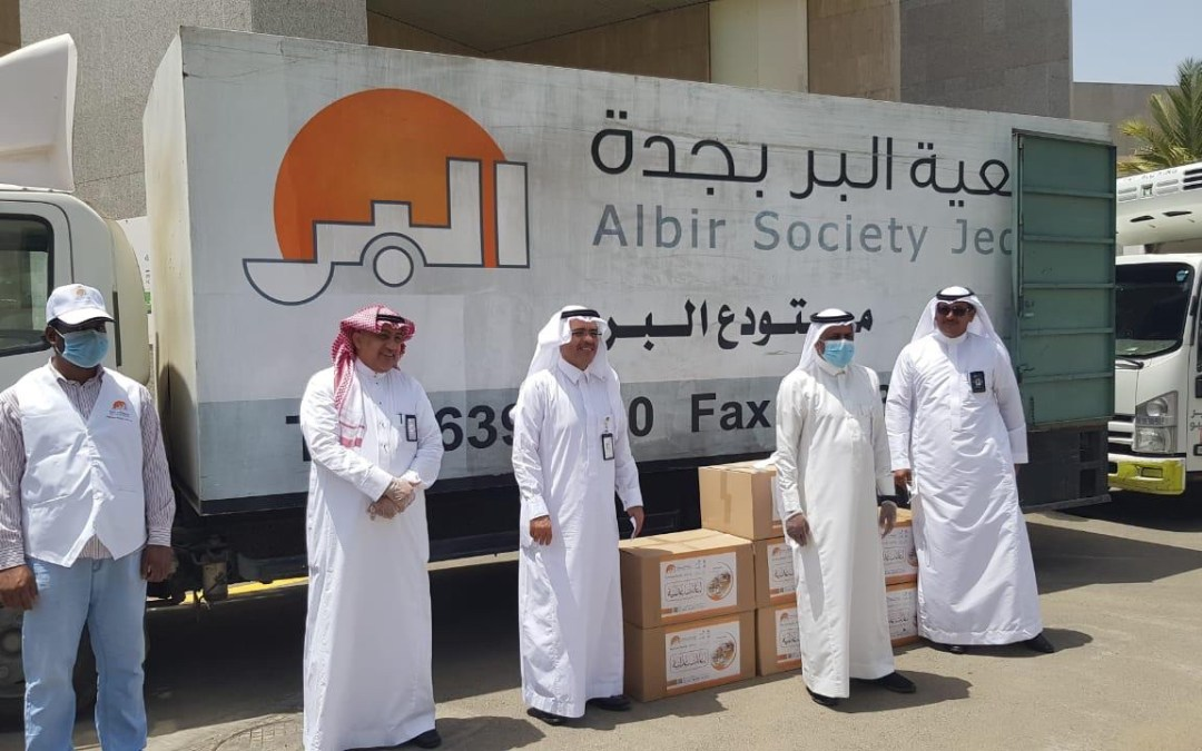 بحضور آل طاوي ..  بر جدة تبدأ المرحلة الثانية من توزيع 15 ألف سلة غذائية