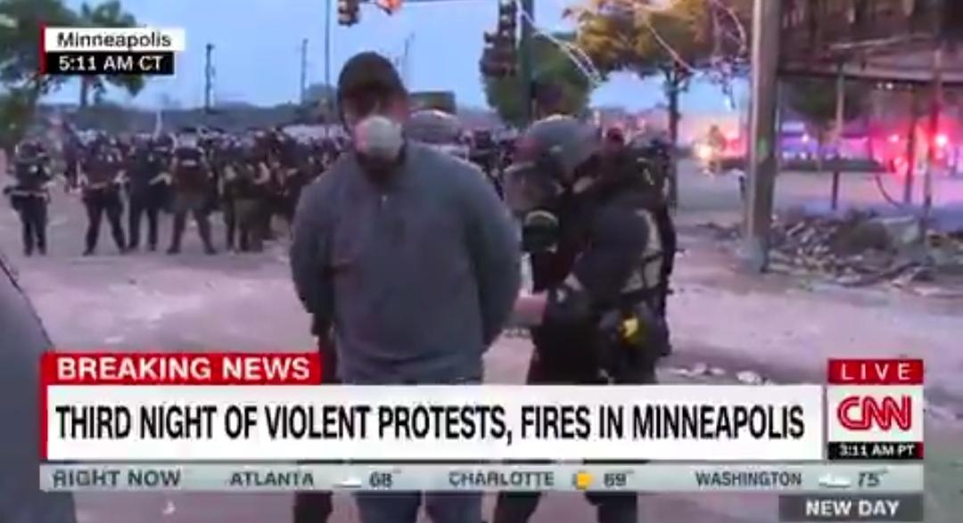اعتقال فريق من ال Cnn أثناء تغطيتهم للمظاهرات بمينيابوليس الأمريكية