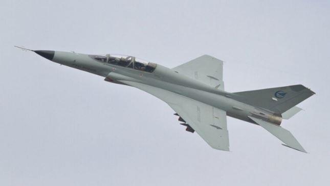 أول تحليق لمقاتلة صينية بحرية جديدة