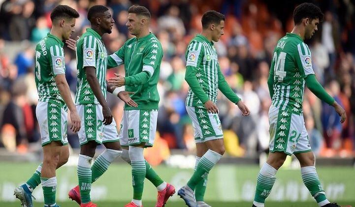 إصابة 3 لاعبين فى صفوف ريال بيتيس الإسباني بفيروس #كورونا