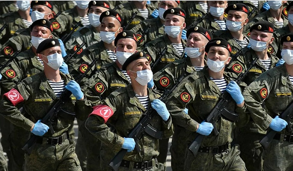 بالكمامات والقفازات… بروفة العرض العسكري بمناسبة عيد النصر في موسكو