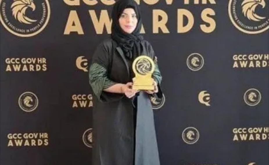 د. سارة العتيبي تحصل على جائزة المرأة القيادية 2020 بدبي
