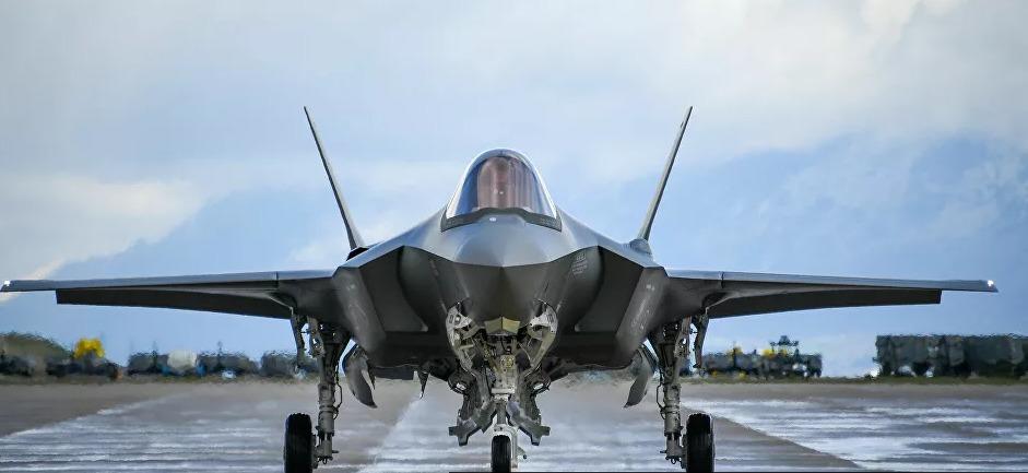 """الولايات المتحدة تعد قانوناً بشأن تهديد """"إس-400"""" مقاتلات """"إف-35"""""""