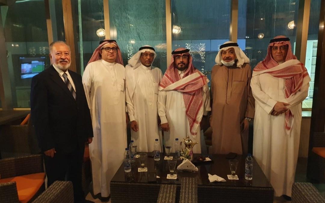 الدكتور الضاحي في لقاء رجال الأعمال والإعلام في مدينة جدة