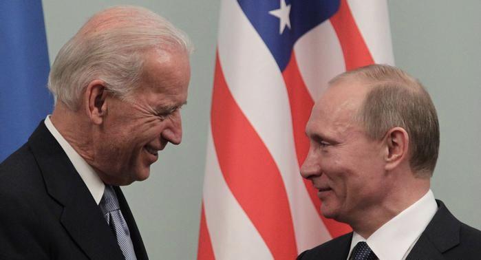 """بايدن: بوتين قاتل وسيدفع الثمن وبوتين يرد بطريقة المثل الشعبي """"كلٌّ يرى الناس بعين طبعه"""""""