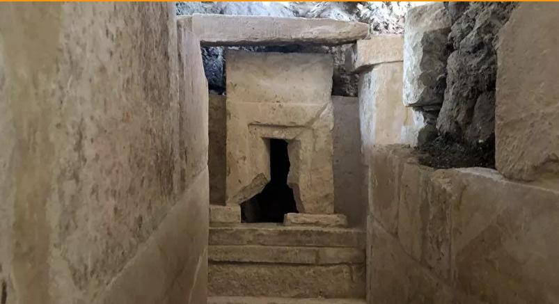 مصر : الكشف عن 110 مقابر أثرية تعود لثلاث مراحل حضارية .