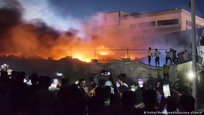 العراق .. مقتل العشرات في حريق بمركز عزل كورونا في الناصرية
