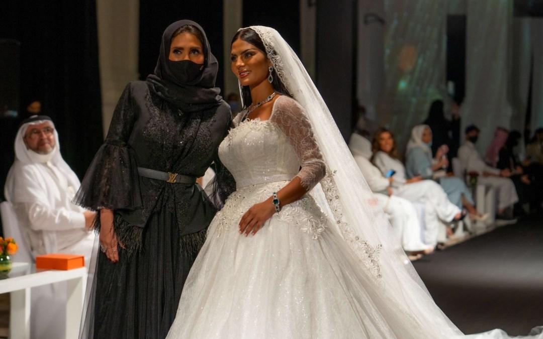عرض أزياء المصممة السعودية هلا العيطة يخطف الأنظار في جدة