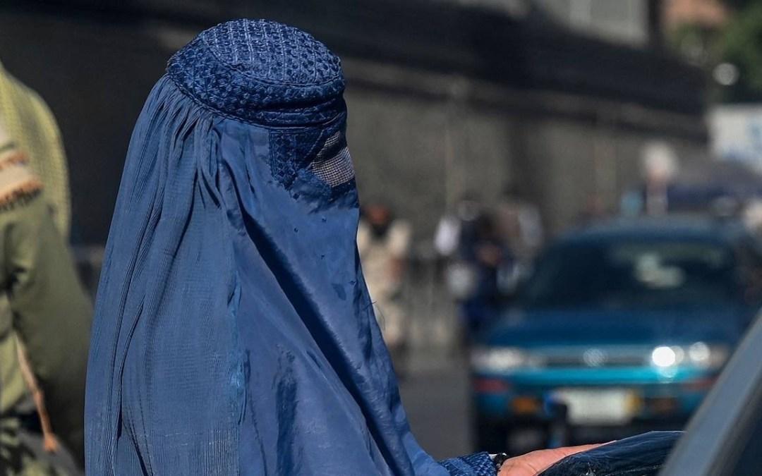 طالبان: على الطالبات ارتداء عباءة سوداء والنقاب داخل الجامعات