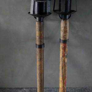 Stoer en uniek hangende lantaarn/kaars standaard
