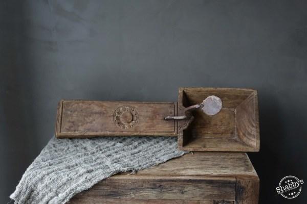 Shabbys-Stoer in wonen-Stoere kokosnoot kraker/coconut cutter oud verweerd hout rechthoekig