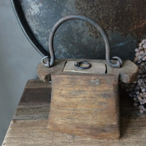 Shabbys-Stoer in wonen-Houten olie-/boterbakje stoer en sober, hoogte 14 cm
