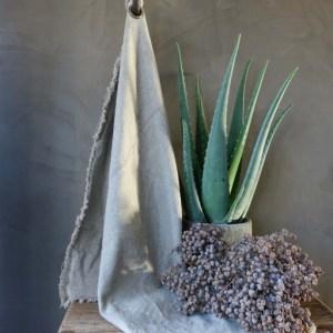 Shabbys-Stoer in wonen-Sober raw linnen doek, met stoer zeiloog