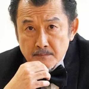 吉田鋼太郎の嫁の職業や年収がスゴイ?二人の馴れ初めはパーティーで子供の誕生はいつ?