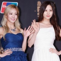 SNSD's SeoHyun and HyoYeon at the red carpet event of the '2013 Mnet Asian Music Awards'