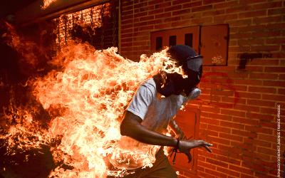 Venezuelan photographer Ronaldo Schemidt wins World Press Photo of the Year Award