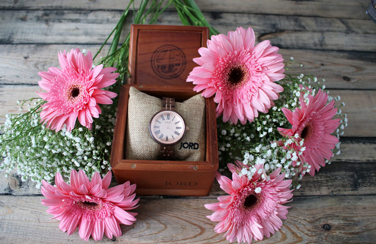 word wooden watch cedar box