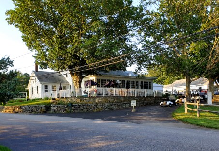 Tavern 19 at the Foster Country Club