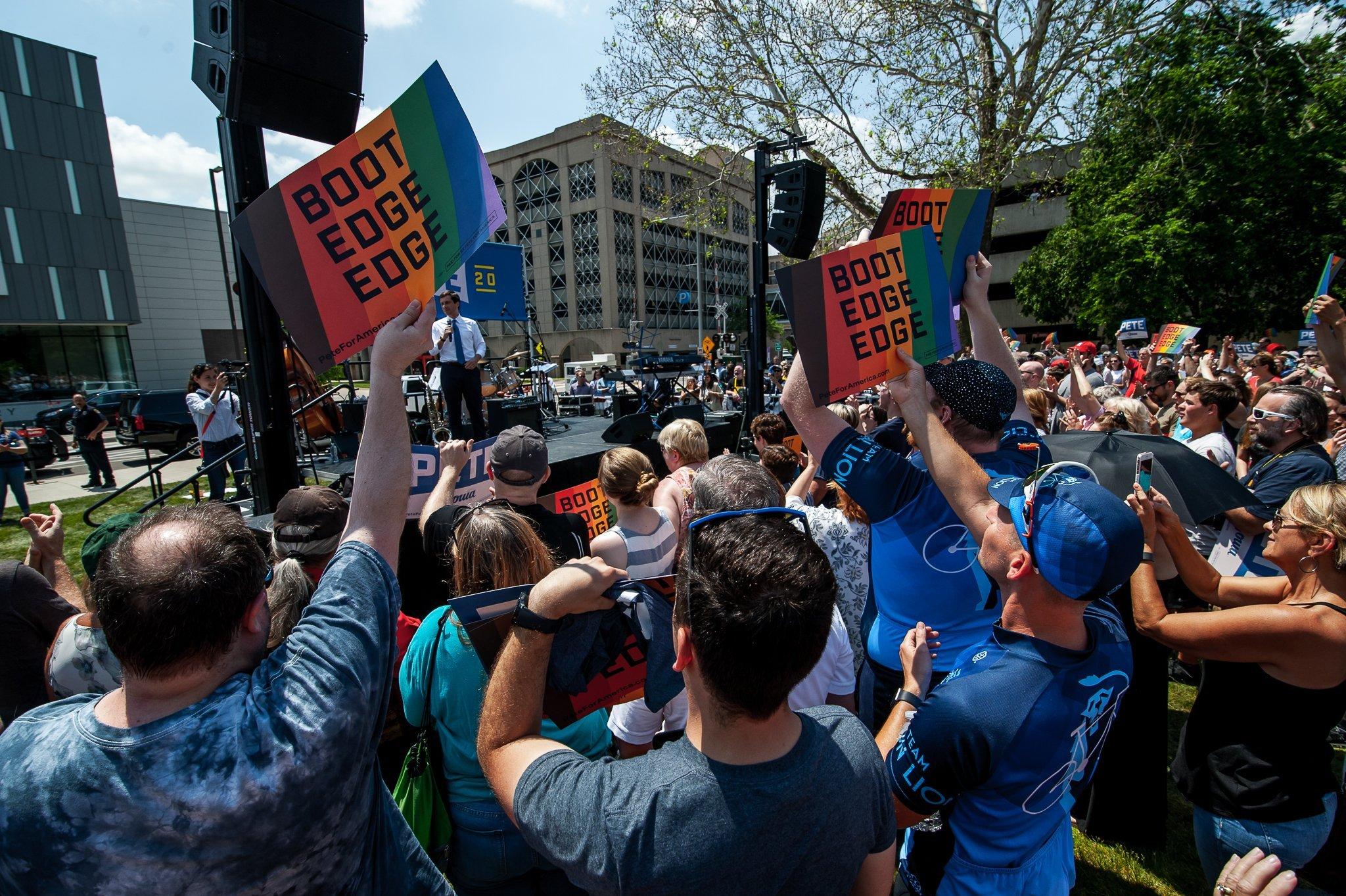 A large Cedar Rapids crowd cheers for Pete Buttigieg