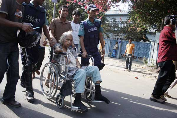 Family members of the hostages were released in front of the BDR headquarters in Dhaka. Bangladesh. 26th February 2009. Amdadul Huq/DrikNews