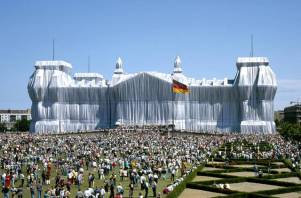 the-wrapped-reichstag-by-christo-and-jeanne-claude-berlino