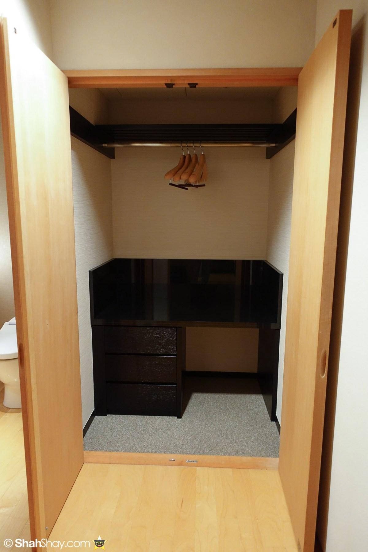 The Ritz-Carlton Tokyo Rooms - Modern Japanese Suite - Toilet Storage