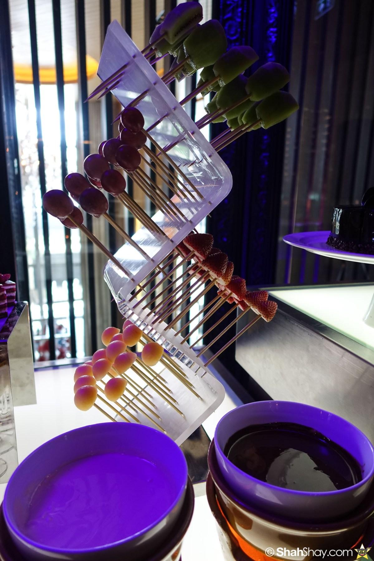 Sunday Brunch Bangkok - Fabulous Brunch Buffet Spread at The District - Chocolate dip