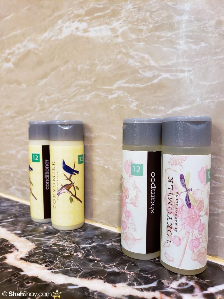 Renaissance Kuala Lumpur Executive Suite - bathroom shower gel, shampoo & conditioner