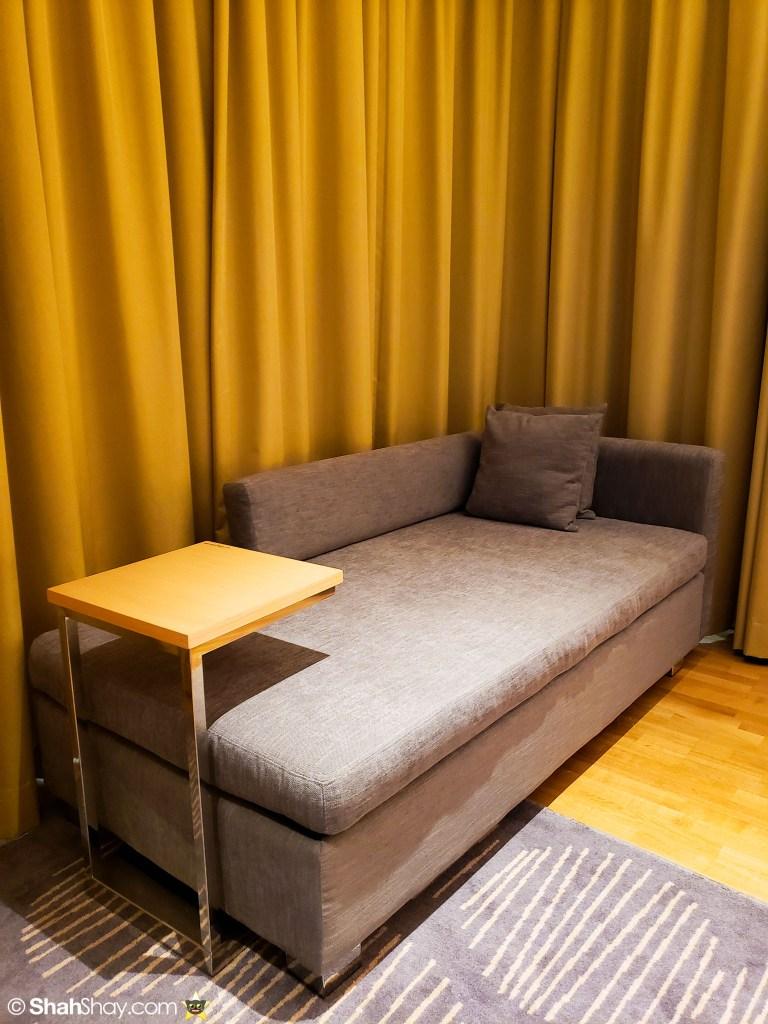 Renaissance Kuala Lumpur Executive Suite - bedroom sofa