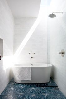 70+ Tiles Ideas for Small Bathroom - Get more Ideas in our gallery | #smallbathroom #bathroomdecoration #bathroomideas #bathroomtiles #bathroomdecor #homedecor (35)
